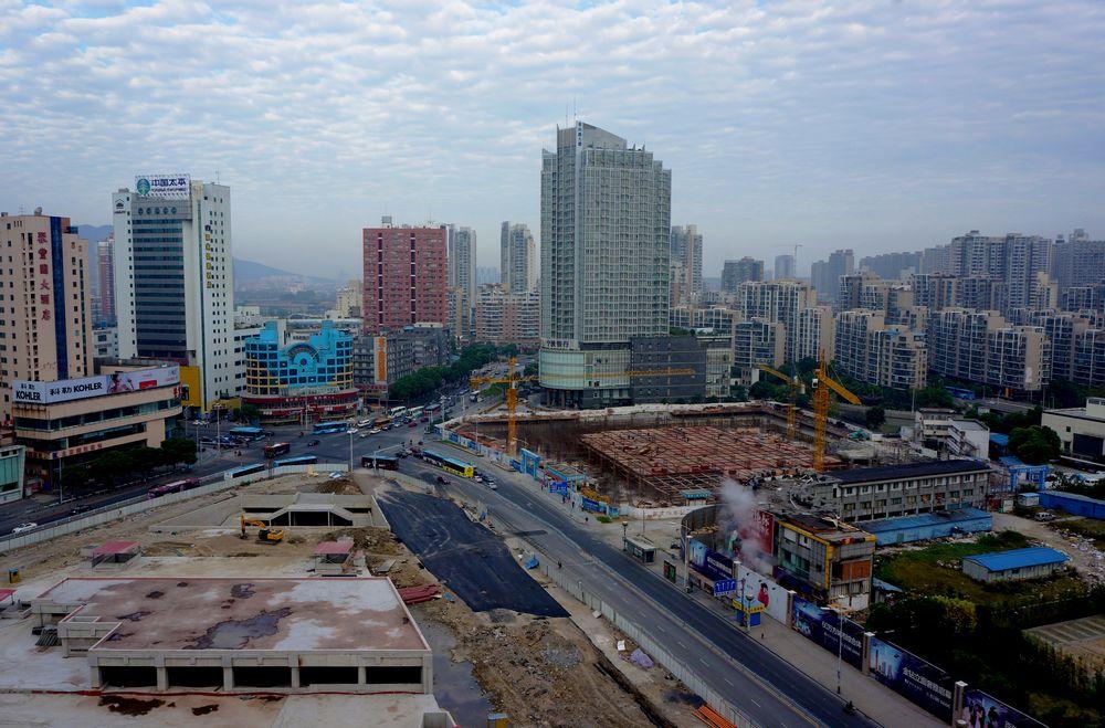 2013年10月18日7时28分,胜利门广场的景象。.jpg