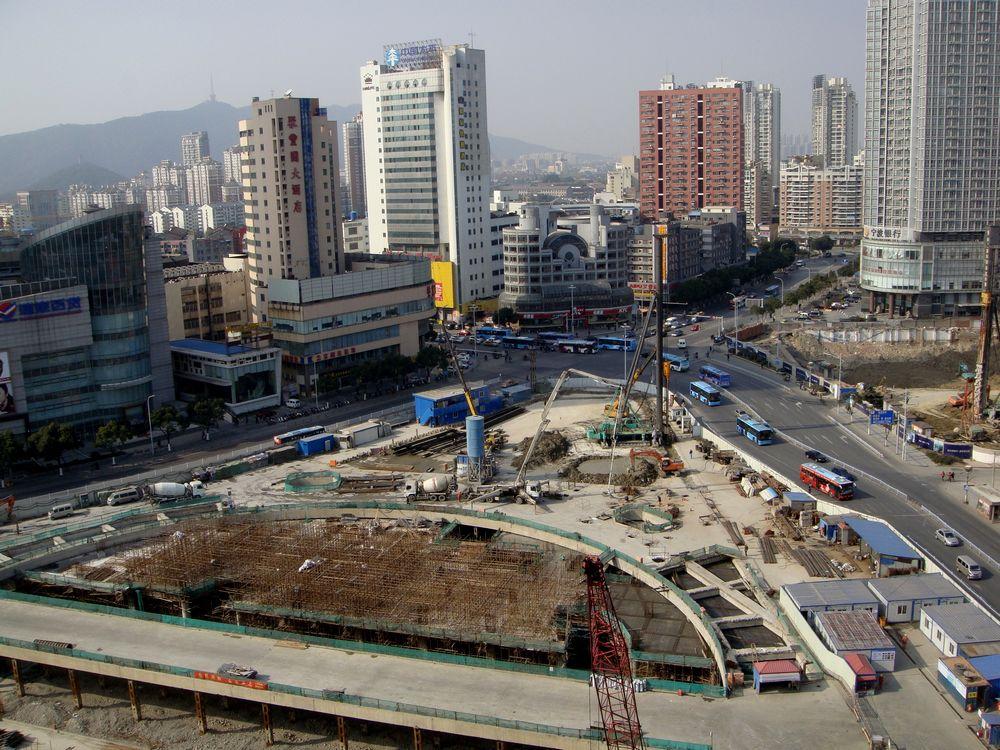 2011年12月30日12时,即将跨入新年的胜利门广场地铁工地。.jpg