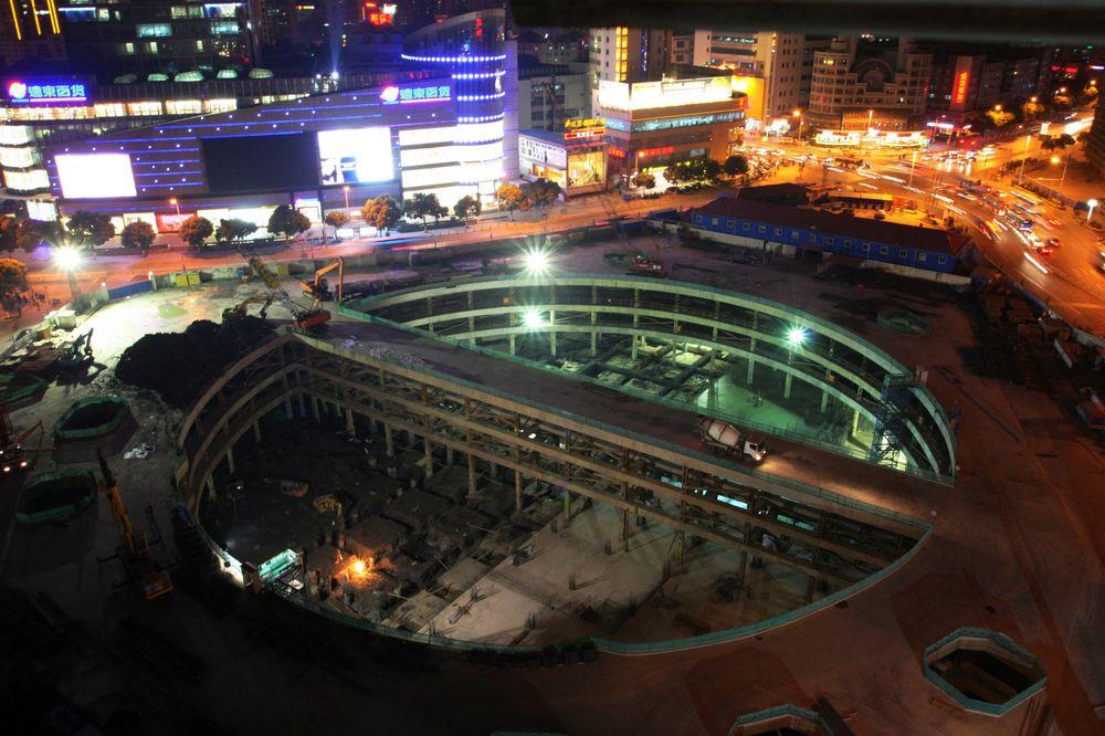2011年1月7日18时30分胜利门广场地铁工地。.jpg
