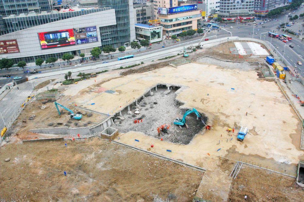 2009年10月28日11时13分拍摄的无锡胜利门广场景象,广场正在改建成无锡地铁一号线的胜利门广场站。2009年11月8日,无锡地铁一号线全面开工。.jpg