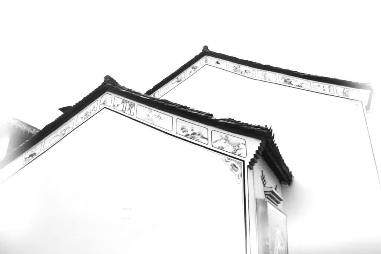 照片拍摄于横店影视城,古色古香的江南徽派建筑,犹如天然的水墨画