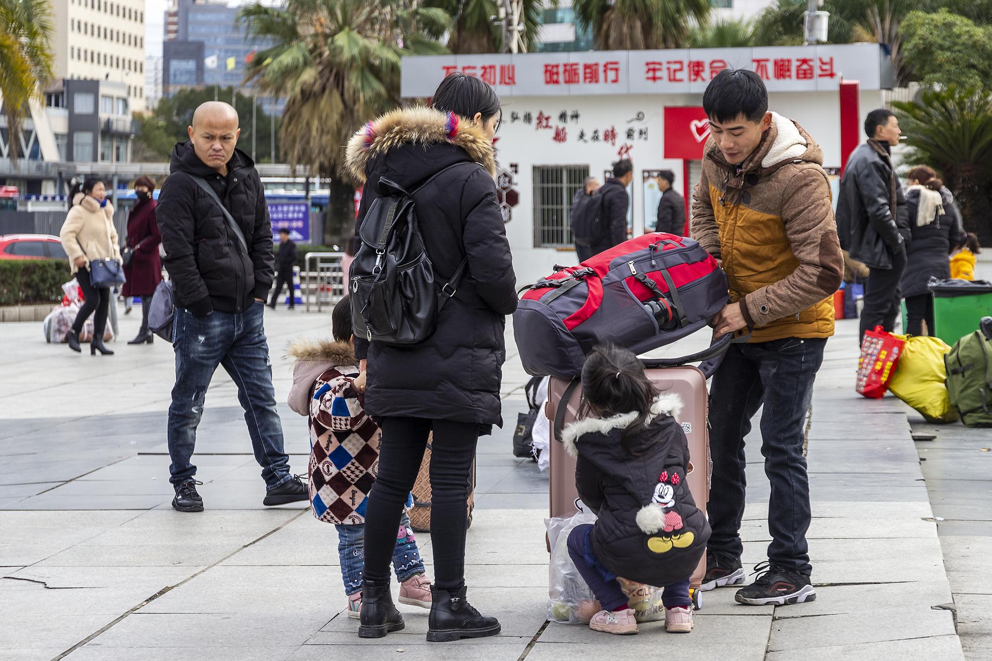 火车站拍春运_(13).jpg